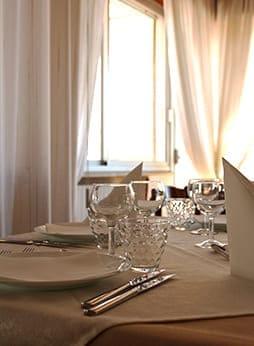 hotel caesar pesaroaccoglie ospiti con cordialità home